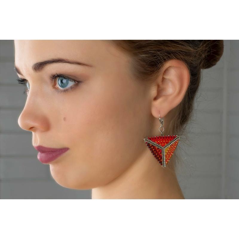 Háromszög nyakék fülbevalóval