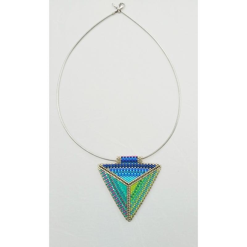 Kétoldalas háromszög nyakék