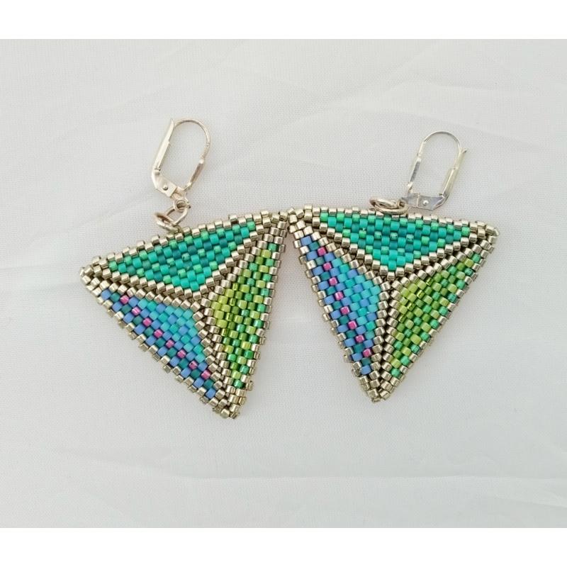 Kétoldalas háromszög alakú fülbevaló