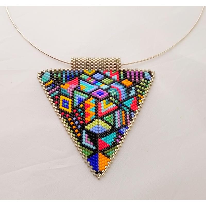 Háromszög nyakék avantgard mintával